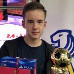 Adrian Mehnert holt sich zweiten eSoccer-Pokal des FVSL