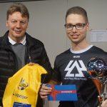 FVSL-Präsident Dirk Majetschak und Sieger Marcel Gramann. (Foto: FS)